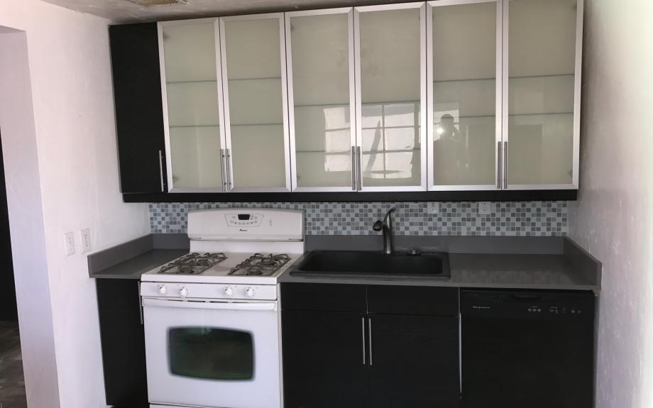 Amazing 2bed/1bath with bonus room and A/C! Minutes from DM! - Tucson apartments for rent - backpage.com